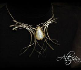 Collier inox «Aux Confins des Mondes: Cimmérie» Labradorite blanche