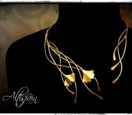 Collier Conte laiton «La Belle aux Cheveux d'Or» feuille ginkgo biloba
