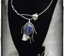 """Collier """"Histoires d'Elles: l' Aristocrate """" Lapis Lazuli"""