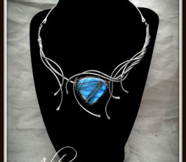 """Collier inox """"Aux Confins des Mondes: Edhellond"""" Labradorite bleue"""