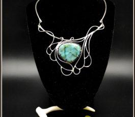 """Collier inox """"Aux Confins des Mondes: l'Antre du Kraken"""" Labradorite bleue verte"""