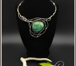 "Collier inox ""Aux Confins des Mondes: Themiscyre"" Labradorite bleue verte"